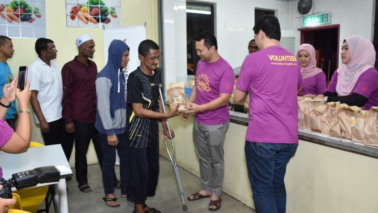 KICKING OFF RAMADHAN BY PROVIDING SAHUR TO THE HOMELESS